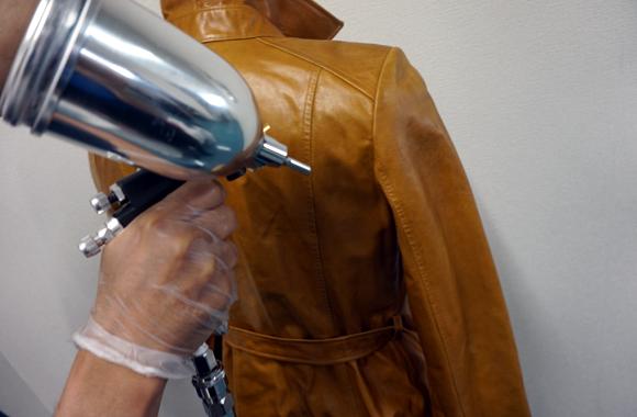 rafixが革のジャケットのリペアを行います